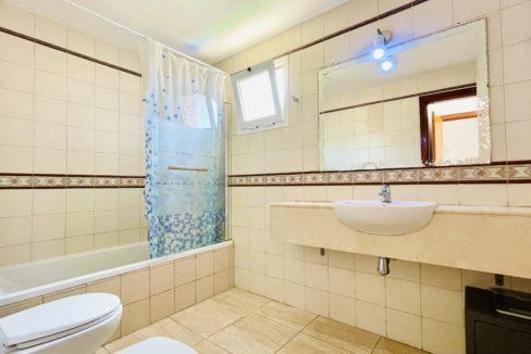 los girasoles bathroom 2