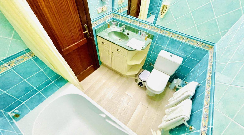 paradise court bathroom