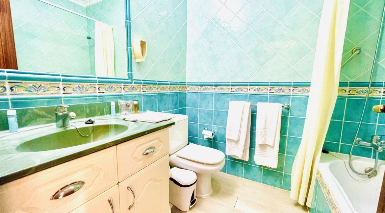 paradise court bathroom 2