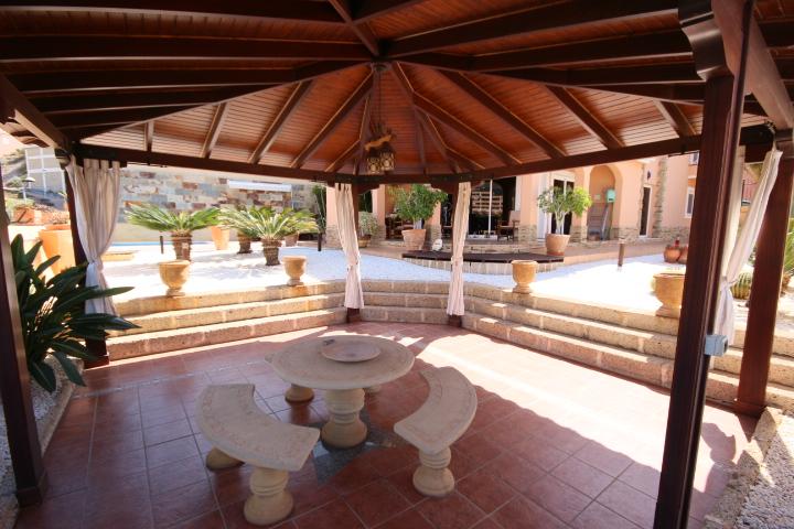 villa arcos patio