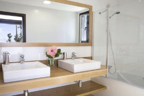 villa atlantida bathroom 1