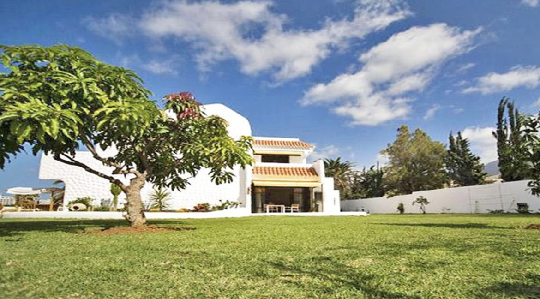 villa atlantida garden