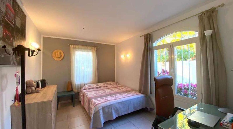 villa mart bedroom