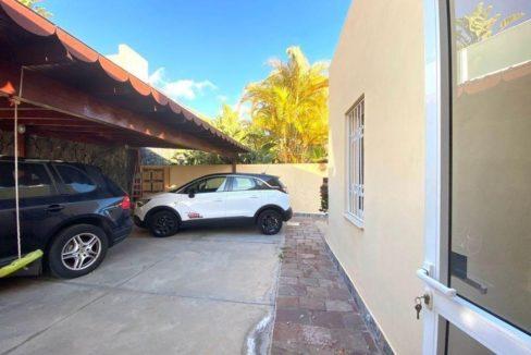 villa mart parking