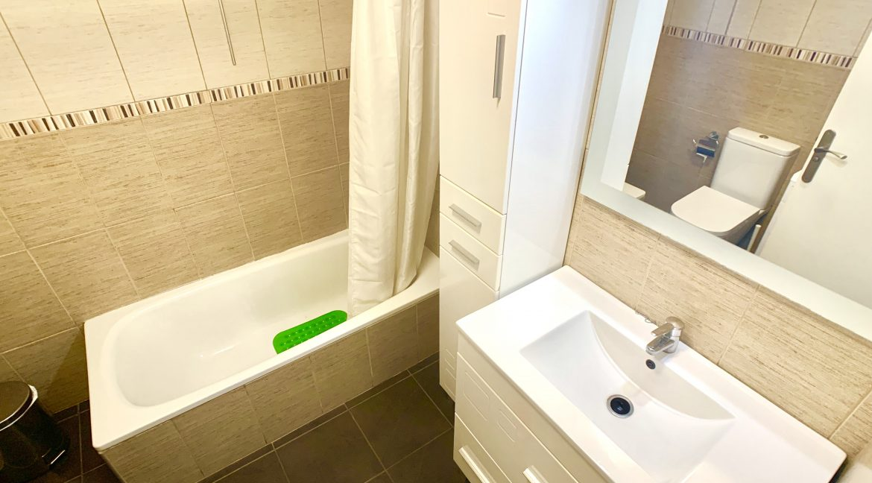 los geranios bathroom 1