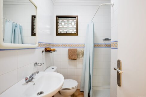 sunset bay club bathroom_2.558441